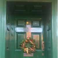 ItDoesTheJob.com HQ Carlton House Christmas Wreath